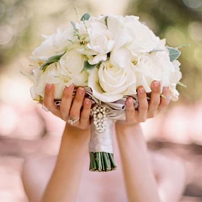 Свадебная фрезия – эмблема доверия, свадебная роза – эмблема любви!