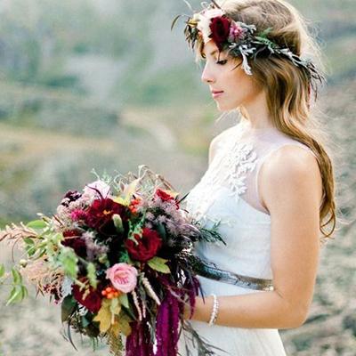 Kāzu pušķi - Gan rozes krāšņais zieds, gan lauku rudzupuķe